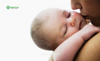 Sụp mí ở trẻ sơ sinh các mẹ cần làm gì?